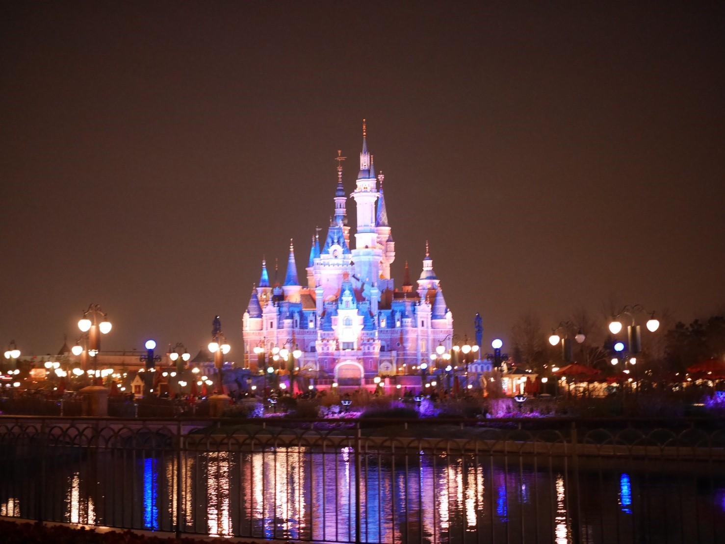 上海ディズニーランドの夜景